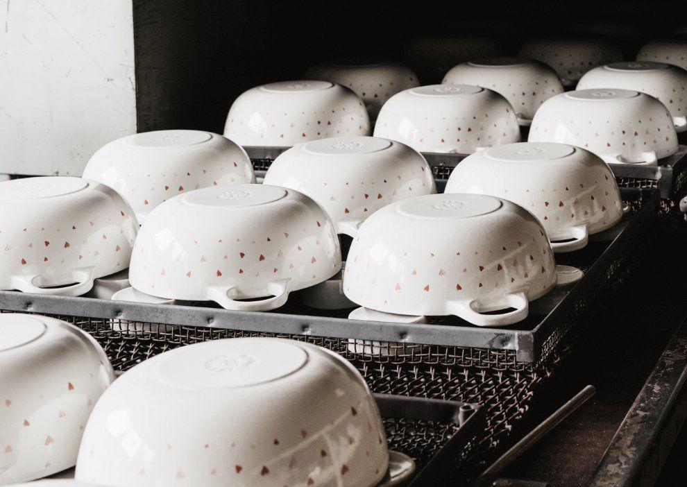 Cocotte en fonte émaillée Le Creuset | décoration façon porcelaine de Limoges par Artoria