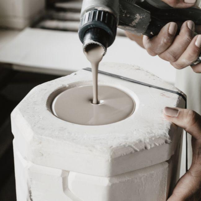 Moulage - Kaolin - La matière - Porcelaines Artoria Limoges